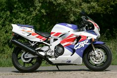The Honda Fireblade, started a revolution. ** I owned a 1996 CBR900RR as my first 1 liter bike. Twas love at first ride