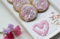 Easy No Bake Unicorn Biscuits. These easy to make unicorn biscuits are perfect for children to make and delicious as an afternoon snack Fondant Icing Sugar, Rich Tea Biscuits, Coloured Icing, Afternoon Snacks, Baking, Easy, Desserts, Life, Food