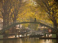 Sur un des ponts du canal Saint-Martin