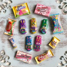 Miniature Crafts, Miniature Food, Miniature Dolls, Barbie Food, Doll Food, Bean Bunny, American Girl Doll Sets, Chocolate Bunny, Holiday Candy
