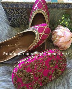 @manidrehar❤ Bridal Chuda, Indian Shoes, Shoe Gallery, Indian Bridal, Bridal Shoes, Shoe Collection, Patiala, Cross Body Handbags, Indian Wear