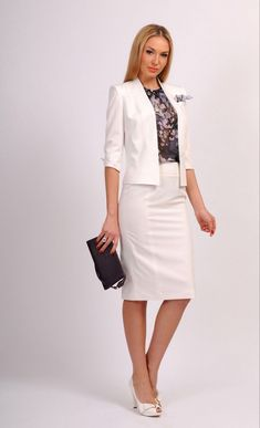 The beauty and classic elegance of women's fashion. Nice Dresses, Dresses For Work, Amazing Dresses, Dress Suits, Skirt Suits, Blazer Fashion, Office Fashion, Girls Be Like, Feminine Style