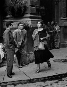 Photographer Ruth Orkin - American Girl in Florence, Italy, Model Jinx Allen. Vintage Photography, Street Photography, Old Photos, Vintage Photos, American Girl, Retro, Foto Madrid, Vintage Italy, Oui Oui