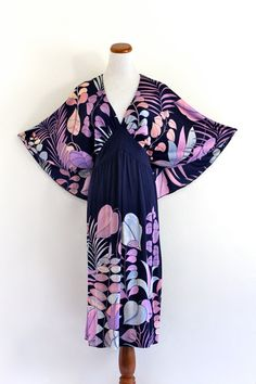 im in love w this vintage dress! Hippie Festival, Festival Dress, Pastel Purple, Vintage Dresses, Cape, Cool Style, Kimono Top, Floral Prints, Fashion Dresses