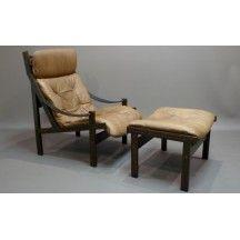 Fauteuil et son ottoman crèmes design en cuir #fauteuil #ottoman #crème #beige #cuir #design