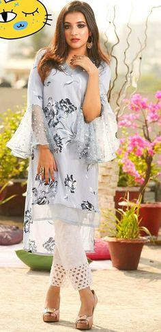 Pakistani Formal Dresses, Pakistani Wedding Outfits, Pakistani Dress Design, Indian Dresses, Indian Outfits, Stylish Dress Designs, Stylish Dresses, Fashion Dresses, Kurta Designs Women