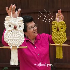 *** SOON*** The classic macrame owl but woven to CROCHET Yesterday we recorded the step by step and we will share it next . Crochet Mittens, Crochet Pillow, Crochet Slippers, Blanket Crochet, Crochet Stitches, Crochet Home, Crochet Gifts, Cute Crochet, Crochet Baby