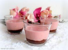 Erdbeer - Pannacotta auf Schokoladensoße
