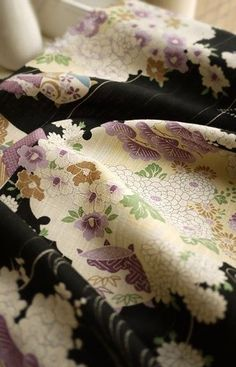 A B Coordinating Floral Quilting Cotton Fabric, Shabby Chick Flower Cotton… Japanese Textiles, Japanese Patterns, Japanese Fabric, Japanese Design, Japanese Geisha, Japanese Beauty, Japanese Art, Japanese Things, Kimono Fabric