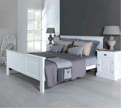 Strak, wit bed.