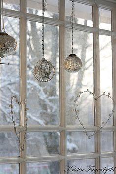 ~ lovely Christmas window decor