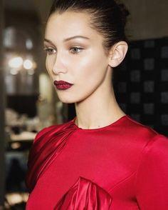 Bella Hadid en Versace zijn fan: deze glitter lip kit wil je hebben voor je…                                                                                                                                                                                 More