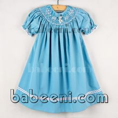 Olaf and snowflakes smocked bishop dress - DR 1813  Feature: Girls smocked bishop dress , hand smocked patterns: Olaf frozen and snowflakes, short sleeve, buttons at back for easy dressing   Material: Aqua gingham   Supply type: OEM service   Technic: Hand smocked