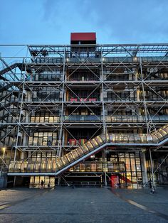 High quality images of architecture. Renzo Piano, Paris Architecture, Architecture Design, Building Architecture, Hopkins Architects, Richard Rogers, Centre Pompidou Paris, Presentation Board Design, French History