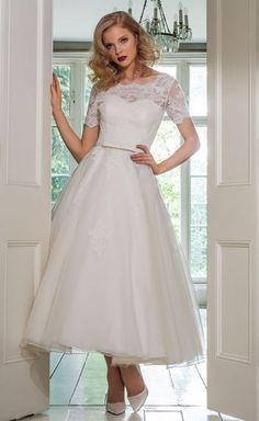 Wedding Dresses exquisite to stunning gown images. stunning wedding dresses princesses fairy tales idea ref 1184084275 shared on this date 20190713 Dip Dye Wedding Dress, Wedding Dress Backs, Stunning Wedding Dresses, Tea Length Wedding Dress, Wedding Dress Trends, Tea Length Dresses, Perfect Wedding Dress, Boho Wedding Dress, Bridal Dresses