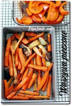 Warzywa pieczone W moim domu warzywa pieczone przygotowane są kilka razy w miesiącu. Po pierwsze, warzywa pieczone używam do rosołów bez mięsa, do zupy pho, oraz innych zup, które powinny być intensywne w smaku i aromatyczne.