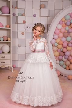 Long Sleeve Flower Girls Dresses for Wedding White Girls Ball Gown Lace  Mother Daughter Dresses Tulle Kids Evening Gowns 1cad97d345e1