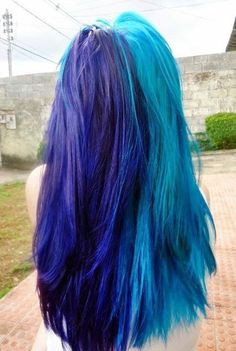 Dye your hair to turquoise hair color - temporarily use turquoise hair dye to achieve brilliant results! DIY your hair turquoise with turquoise hair chalk Turquoise Hair, Purple Hair, Ombre Hair, Pelo Multicolor, Half And Half Hair, Split Dyed Hair, Non Blondes, Hair Chalk, Hair Setting