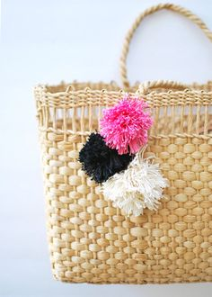 theglitterguide:  This DIY Pom-Pom Tote Bag is the perfect craft to tackle this weekend before summer arrives!