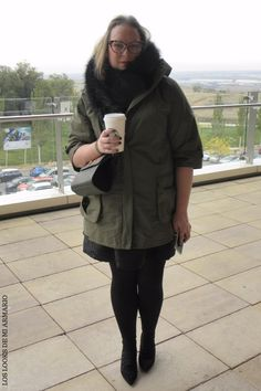 Trendy Curvy LOOK. OUTFIT PARKA MILITAR CON MINI BOLSO DE PRIMARK   #vestido #laceup #totallooknegro #lookconvestido #lookotoño @primark #vestidonegro #lookconestola #lookcasual #tallagrande #casual #outfittallagrande #curvy #plussizecurve #fashionbloggermadrid #bloggercurvy #personalshopper #curvygirl #loslooksdemiarmario #bloggermadrid #outfit #plussizeblogger #fashionblogger #ootd #influencer #trend #trendy #bloggerXL