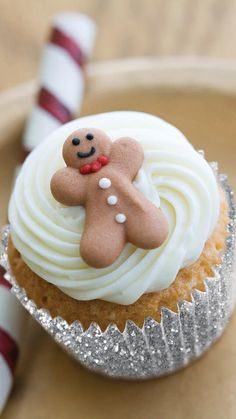 Gingerbread cupcakes with French vanilla frosting. Ideal for the end of year holidays!