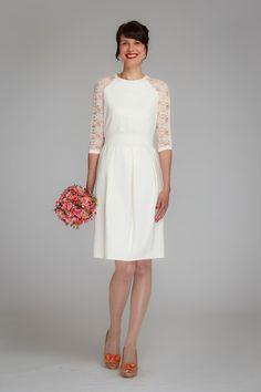 """Wunderschönes, elegantes Kleid für den ganz besonderen Tag! """"Audrey"""" ist ein cremeweisses Raglankleid aus festerem Jerseystoff. Die 7/8 Ärmeln haben einen Einsatz aus feiner, cremefarbener ... White Dress, Etsy, Formal Dresses, Fashion, Dress Up Clothes, Dress Wedding, Nice Asses, Dresses For Formal, Moda"""