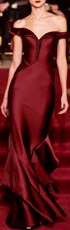 Marsala Pantone Color of the Year 2015 - Zac Posen ● New York Fall 2013 Red Fashion, Look Fashion, Runway Fashion, High Fashion, Fashion Trends, Zac Posen, Beautiful Gowns, Beautiful Outfits, Beautiful Lines