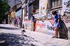 «Δεν μπορεί να πηγαίνεις για αναδάσωση το σαββατοκύριακο, αλλά να παρκάρεις πάνω σε ράμπες αναπήρων, να πετάς φαγητό ενώ ο απέναντι πεινάει, να αφήνεις τα κακά του σκύλου σου στη μέση του δρόμου…»  Πηγή : Andro.gr [ http://www.andro.gr/drasi/diorthonontas-ta-lathi-tis-athinas/ ]