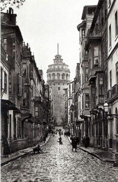 Istanbul, and 2 weeks in Turkey. Pictures Of Turkeys, Old Pictures, Old Photos, Istanbul City, Istanbul Turkey, Fall Of Constantinople, Architecture Drawings, Historical Pictures, Urban Landscape