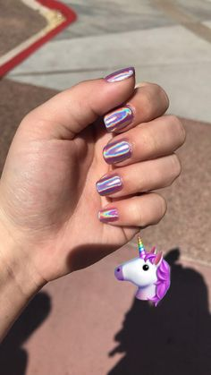 Semi-permanent varnish, false nails, patches: which manicure to choose? - My Nails Fake Gel Nails, Coffin Nails Glitter, Shiny Nails, Metallic Nails, Sparkle Nails, Cute Acrylic Nails, Fancy Nails, Cute Nails, Pretty Nails