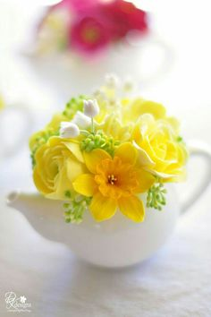 Floral Arrangement - Mini Teapots filled with hyacinth, ranunculus, roses & daffodils / DK Designs My Flower, Fresh Flowers, Yellow Flowers, Spring Flowers, Beautiful Flowers, Spring Blooms, Simple Flowers, Clay Flowers, Table Flowers