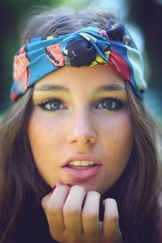 Turban head wraps are so cute to wear and easy to make. They look good in prints and solids. Moda Do Momento, Trendy Mood, Natural Hair Styles, Long Hair Styles, Scarf Hairstyles, Spring Hairstyles, Bohemian Hairstyles, Hairstyles Haircuts, Mode Inspiration
