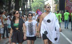 Cordão da Bola Preta manteve a tradição de arrastar multidão pelo Centro. Galeria com 36 fotos em Carnaval 2015 no Rio de Janeiro.