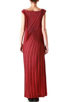 Issey Miyake Red Fashion, Fashion Details, Fashion Brands, Fashion Dresses, Japanese Fashion Designers, Recycled Dress, Elegance Fashion, Issey Miyake, Costume Design