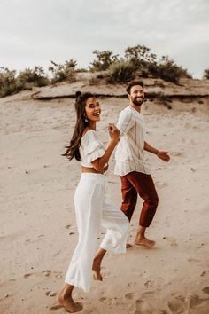 Couple Photoshoot Poses, Couple Posing, Couple Shoot, Couple Pictures, Casual Couple Photos, Wedding Photoshoot, Photoshoot Ideas, Engagement Photo Outfits, Engagement Photo Inspiration