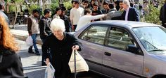 This is MY Greece; 92-Year-Old Woman Delivers Sandwiches to Refugees in Central Athens - The Pappas Post
