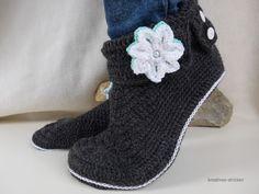 Crochet pattern slippers, Size 3,5 - 10 UK, Size 5 - 12 US, Size 36 - 43 Ger https://www.crazypatterns.net/en/items/11391/crochet-pattern-slippers-size-3-5-10-uk-size-5-12-us-size-36-43-ger