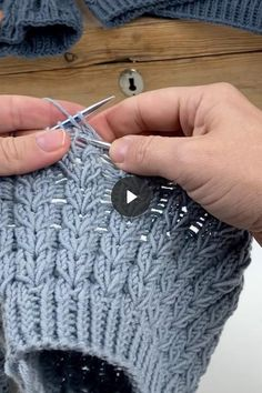 How Easy Knitting Cable ❄️ I want the world to see how easy cableknitting ca. : How Easy Knitting Cable ❄️ I want the world to see how easy cableknitting can be, slipp on and hold in front! Easy Knitting Patterns, Knitting Stitches, Baby Knitting, Crochet Patterns, Knitting Videos, Crochet Videos, Knitting For Beginners, Diy Crafts Knitting, Diy Crafts Crochet