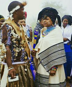 Beautiful Kanya at her traditional wedding, channeling a young Winnie Mandela. Umbhaco and Beadwork by Ntombobom Winnie Mandela, African Traditional Wedding, Xhosa, Fashion Beauty, Womens Fashion, African Beauty, Black People, Culture, Celebrities