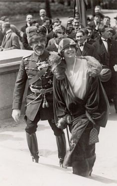 Queen Marie of Romania Gallery / Queen Marie and King Ferdinand of Romania Postcard Queen Mary, King Queen, Old Pictures, Old Photos, History Of Romania, Romanian Royal Family, Royal King, Casa Real, Royal House