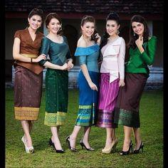 Miss Laos Kebaya Lace, Batik Kebaya, Vera Kebaya, Blouse Batik, Batik Dress, Traditional Fashion, Traditional Dresses, Modern Filipiniana Dress, Modern Kebaya