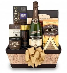 Standing Ovation Champagne & Confections, Champagne Gift Baskets: Crisp and refreshing, Dunlin California Brut has notes of green apples and cinnamon Champagne Gift Baskets, Champagne Truffles, Christmas Hamper, Red Carpet Event, Sparkling Wine, Gifts For Him, Unique Gifts, Valentines, Navidad