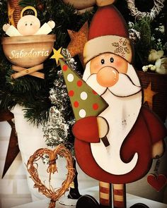31 The Best Santa Claus Decorations For Your Home - % Christmas Wood Crafts, Christmas Signs Wood, Christmas Art, Christmas Projects, Christmas Ornaments, Gingerbread Decorations, Christmas Door Decorations, Christmas Drawing, Christmas Paintings