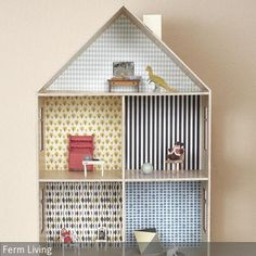 Das Puppenhaus des dänischen Designstudios ferm Living besteht aus hochwertigem Schichtholz das sich zu vier Zimmern und einem Dachgeschoss formt. Es ist…