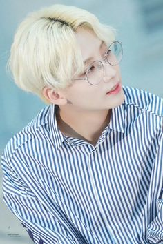 Blond Jeonghan with glasses is a thing i'll never ever forget Woozi, Wonwoo, Seungkwan, Hip Hop, Kpop, Onii San, Vernon Chwe, Jeonghan Seventeen, Crop Photo