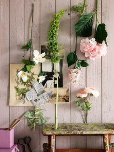 SMYCKA konstgjorda blommor blandas med färska blommor från trädgården och kära minnen