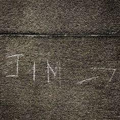 Pilene viser vei til Jim Morrisons grav. #jimmorrison #perelachaise #paris