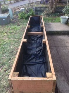 Bac en bois fabriquer pour le jardin =)
