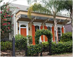 I miss NOLA Victorian architecture with the cornices/eave brackets and the window and door trim.