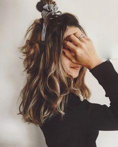 男性からモテる女性の共通点は色気です。メイクだけでなくヘアアレンジでも色気を出すことができるんです。 男性にモテる色っぽいヘアアレンジをテイスト別にご紹介します。 Medium Hair Styles, Curly Hair Styles, Natural Hair Styles, Aqua Hair, Greasy Hair Hairstyles, Hair Arrange, How To Make Hair, Hair Dos, Hair Inspiration